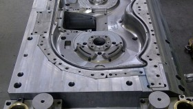 Shearing mould for housing's profile